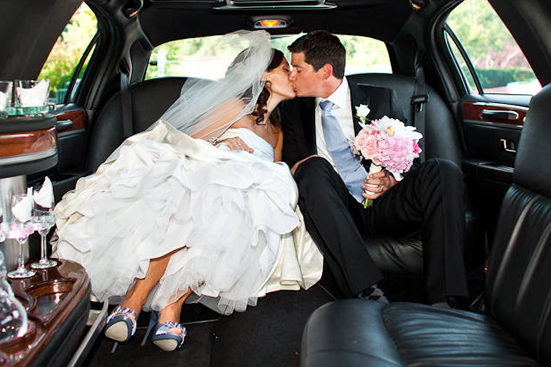 wedding-couple-in-limo